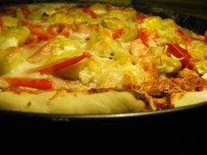 Pizza z papryczkami faszerowanymi kozim serkiem