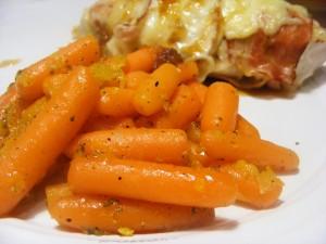 pieczony kurczak z sosem Jack Daniels i pomarańczowe marchewki