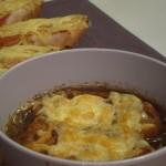 Francuska zupa cebulowa z grzankami