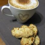 Biscotti z suszonymi morelami i migdałami