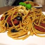 Spaghetti z chorizo i suszonymi pomidorami