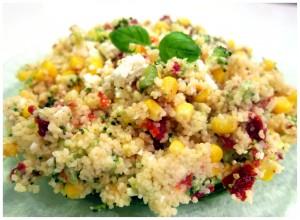 Sałatka kuskus z fetą, brokułami, kukurydzą i suszonymi pomidorami