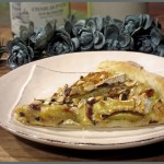 Pizza z karmelizowaną gruszką, camembertem i orzechami laskowymi