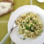 Jajecznica ze szczypiorkiem i mozzarellą