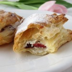 Paczuszki z ciasta francuskiego z ricottą i żurawiną