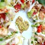 salatka z cykoria, kurczakiem, pomidorkami i serkiem roule