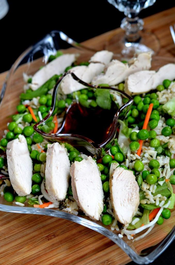Sałata z groszkiem i dressingiem malinowym