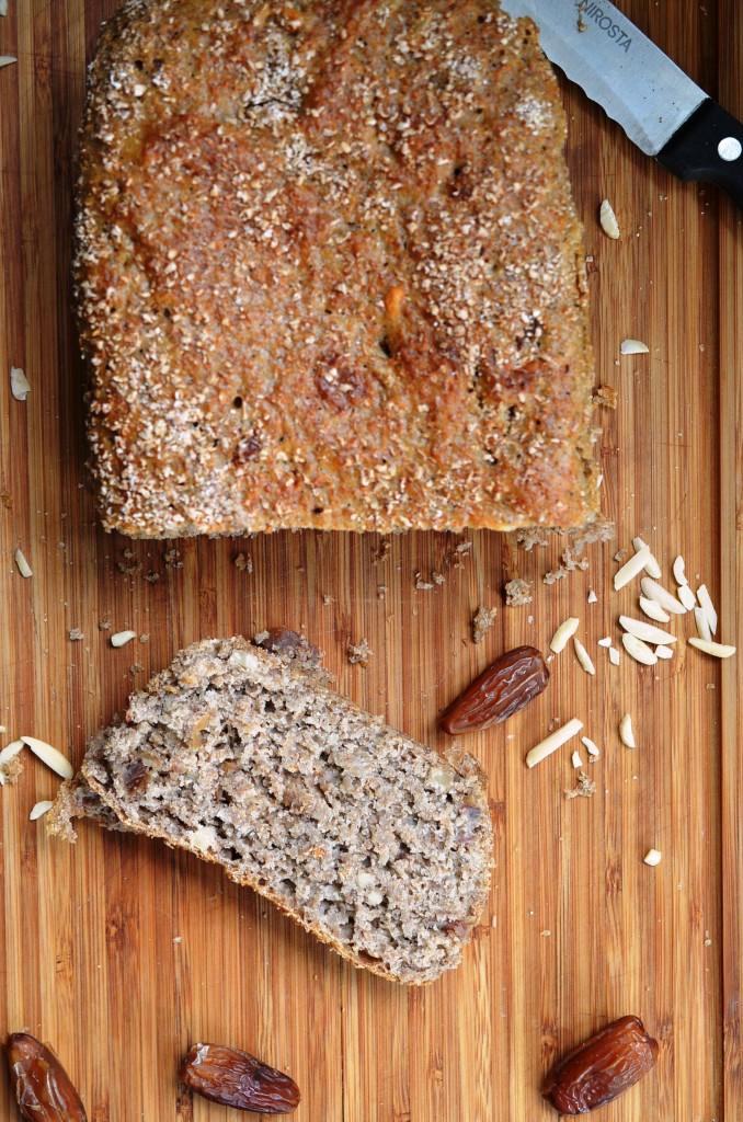 Chleb razowy z daktylami (na zakwasie)