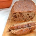 chleb żytni z rodzynkami